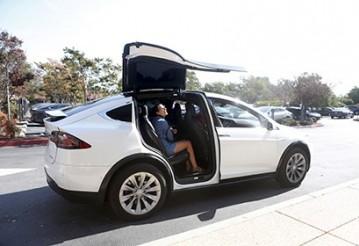 Покупатели раскритиковали электрокар Tesla Model X