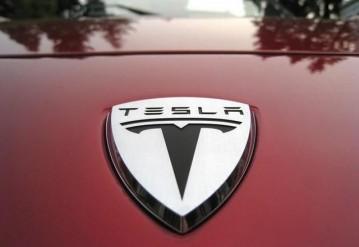 Типичные проблемы автомобиля Tesla. Ироничный ролик от фанатов