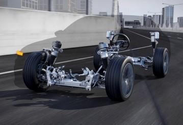 Audi A8 будет приподнимать кузов перед ДТП и колеса перед неровностями