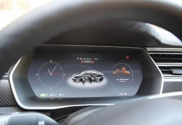 Лукашенко протестировал Tesla и дал рекомендации производителям электромобилей Geely. Фото: БЕЛТА
