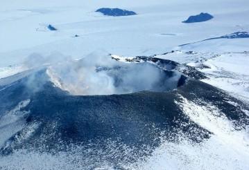 Ученые обнаружили во льдах Антарктиды более 90 вулканов