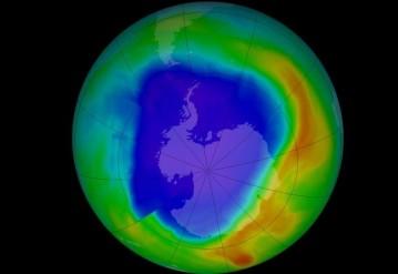 Гигантскую озоновую дыру показали на видео