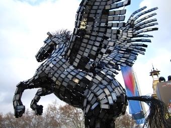 Крылатый конь из смартфонов Huawei на MWC