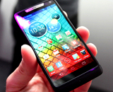 Intel-смартфон Motorola Razr i (изображение производителя).