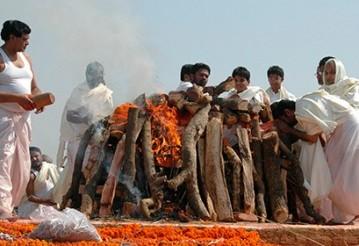 Житель Индии пришел в себя на погребальном костре