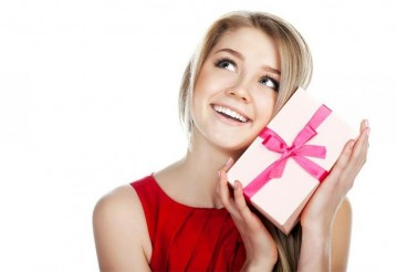 Как выбрать подарок женщине?