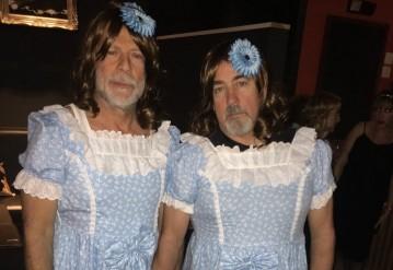 Брюс Уиллис в костюме девочки-близняшки из «Сияния». Фото @NickdeSemlyen