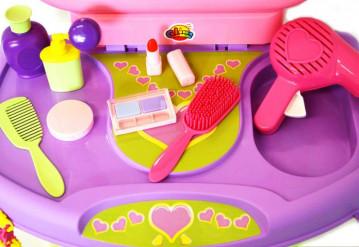 Игрушечный салон красоты и парикмахерская ТМ «Полесье» - приятный подарок для девочки!