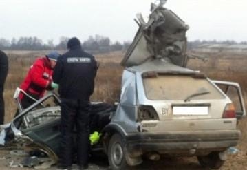 В Мстиславском районе трактор раздавил машину, четверо погибли