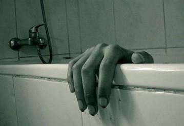 Могилевчанин убил мать и полгода прятал ее тело в ванной