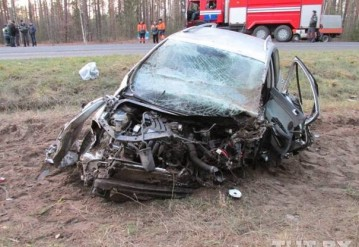 В Калинковичском районе VW лоб в лоб столкнулся с фурой. Фото TUT.BY