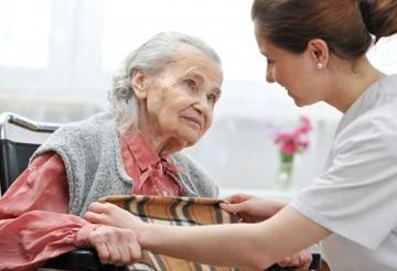 Почему пожилой родственник отказывается от сиделки?