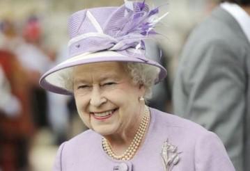 СМИ узнали, что Елизавета II собирается отречься от престола
