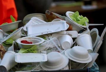 Европа окончательно запретила пластиковую посуду
